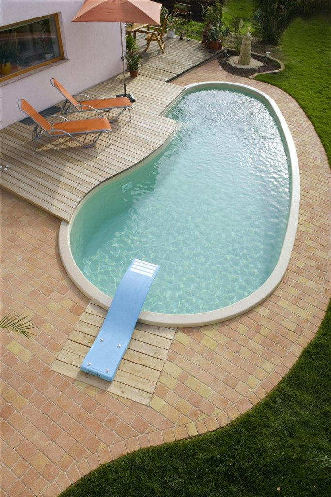 Type capri swimming pools polypool m ck for Types of swimming pool